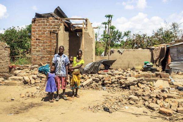 huge discount eb1d5 c5806 Jacinta ja Adelia menettivät kaiken Mosambikin Idai-myrskyssä – nyt heitä  uhkaa kolera