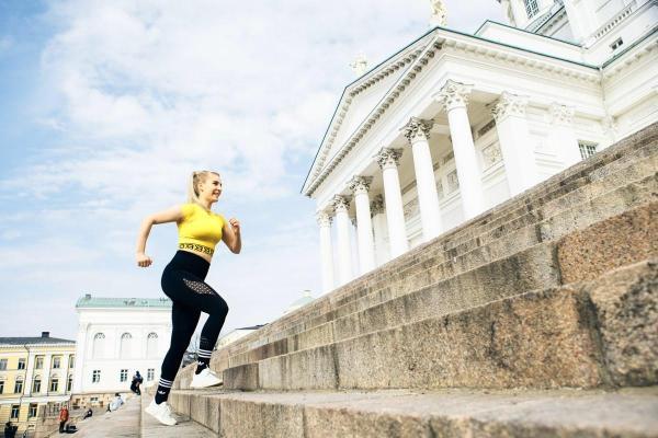competitive price 97665 f87be Helsingin tuomiokirkon portaat ovat suosittu kuntoilupaikka – näillä  liikkeillä saat hien pintaan
