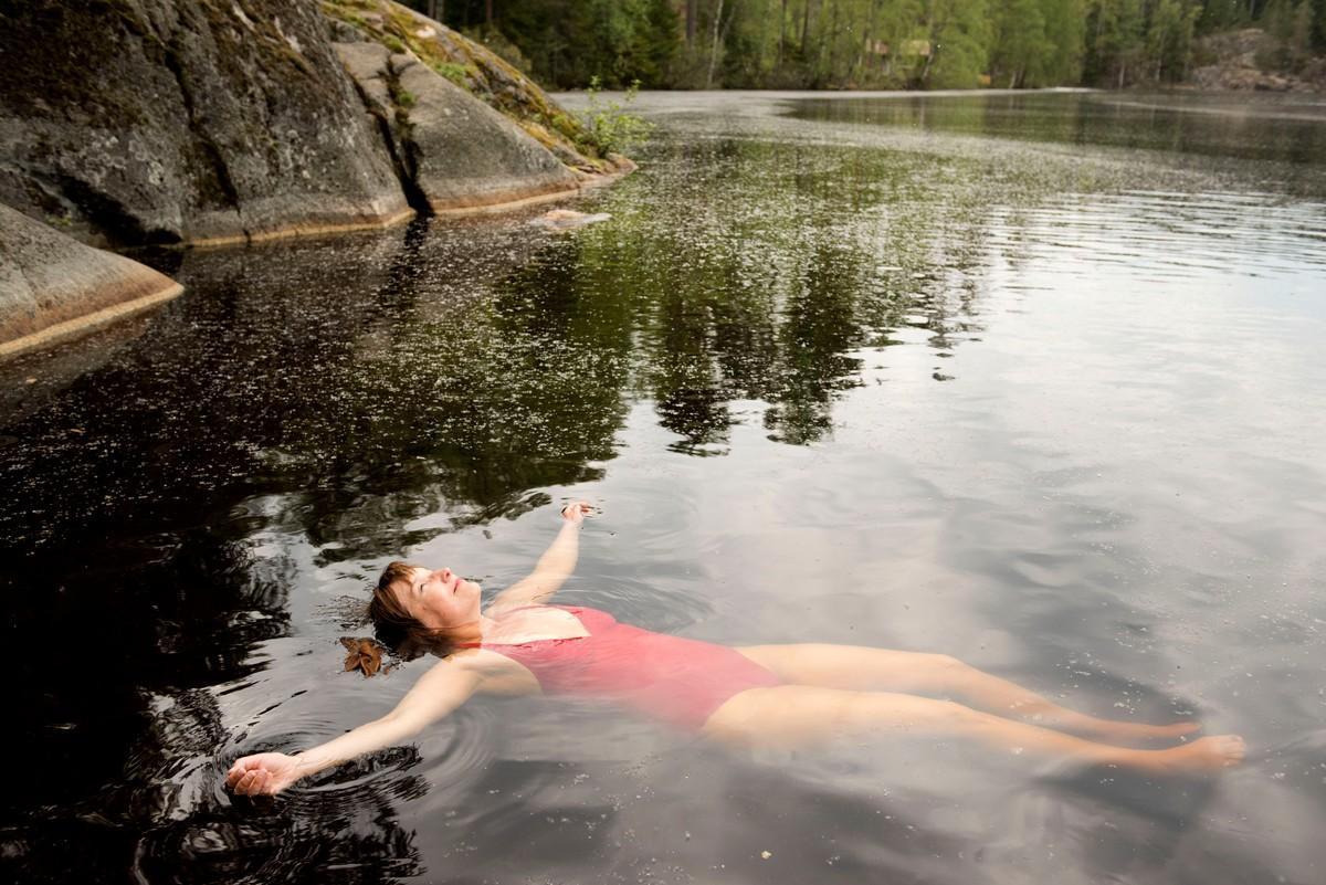 bd8febaff6 Harras hetki: Luonnonvesissä uiminen tuo hyvän olon Johanna Vuoksenmaalle