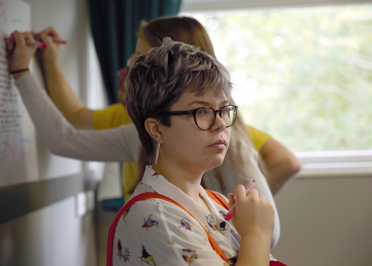 Walesilainen Melody Lewis sai viime kesän rippileirillä Suomesta uusia ystäviä.
