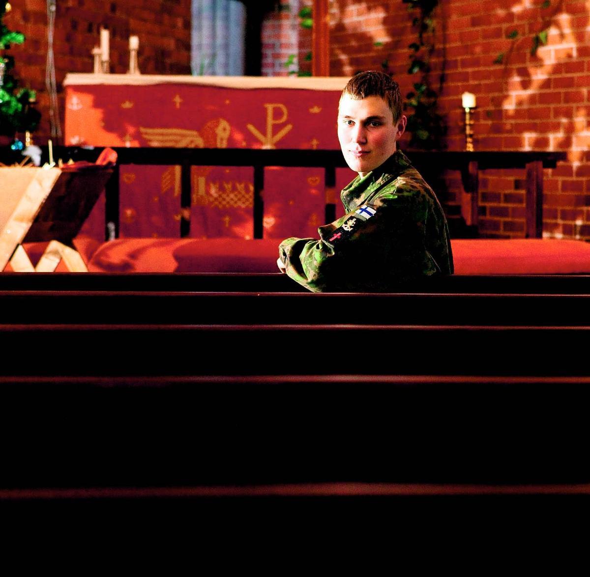 Armeijan harmaissa - Kirkko ja kaupunki